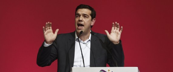 Alexis Tsipras, opposition leader and head of radical leftist Syriza party, delivers a speech during a party congress in Athens January 3, 2015. The European Central Bank could not exclude Greece if it decided to move to a full quantitative easing programme to stimulate the euro zone's faltering economy, Tsipras said on Saturday.   REUTERS/Alkis Konstantinidis (GREECE - Tags: POLITICS ELECTIONS BUSINESS)