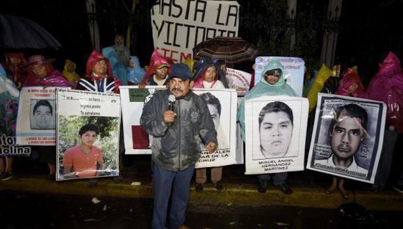 Allegados y familiares de los estudiantes desaparecidos protestan