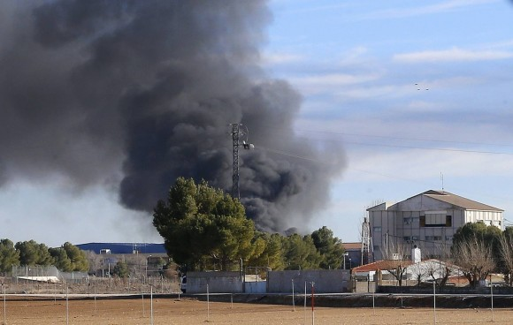 Smoke rises from Los Llanos military base after a plane crash in Albacete, on January 26, 2015. A Greek fighter jet crashed on takeoff at a military airbase in Spain while taking part in NATO exercises Monday, killing 10 people and injuring 13, the defence ministry said.    AFP PHOTO / JOSEMA MORENO