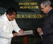 Integrantes de la Comisión Electoral Nacional, toman posesión ante el secretario del Consejo de Estado, Homero Acosta (D), en acto realizado en el Memorial José Martí, en La Habana, Cuba, el 6 de enero de 2015.AIN FOTO/Abel PADRÓN PADILLA