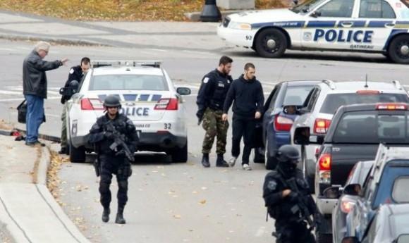 El estudio de las nuevas leyes comenzó en octubre cuando un pistolero mató a un soldado junto al monumento nacional a los héroes de guerra y después irrumpió en el Parlamento. Foto: Ap