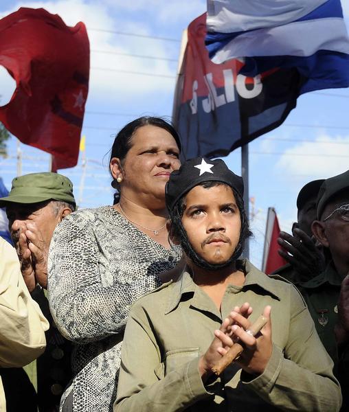 Lazara Mercedes López Acea, miembro del Buró Político y primera secretaria del Partido en la capital, durante el recorrido de la Caravana de la Libertad, en la provincia de La Habana, el 08 de enero de 2015.AIN FOTO/Abel PADRÓN PADILLA