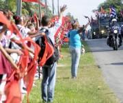 El pueblo habanero saluda a la Caravana de la Libertad, durante el recorrido por la provincia, el 08 de enero de 2015.AIN FOTO/Abel PADRÓN PADILLA