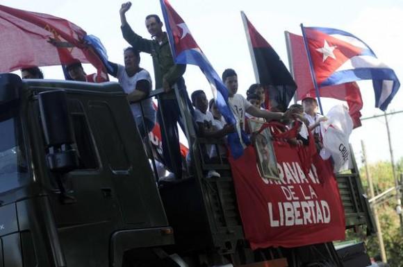 Integrantes de la Caravana de la  Libertad, durante el recorrido por la provincia de la Habana, el 08 de enero de 2015.AIN FOTO/Abel PADRÓN PADILLA
