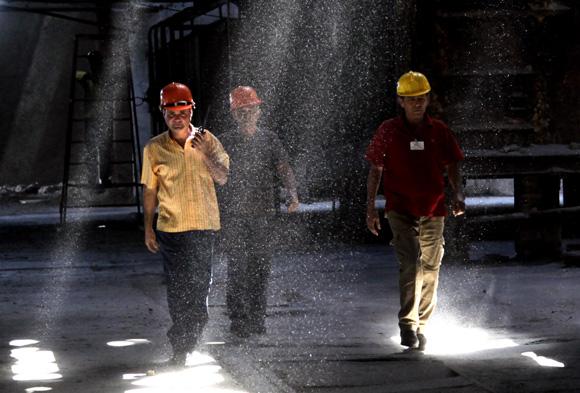 Central Uruguay, Trabajadores del Central Uruguay, Jatibonico, Sancti Spiritus. Foto: Ismael Francisco/ Cubadebate.