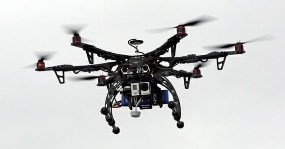 Demostración de drones que sobrevuelan en la ciudad de Brigham en Estados Unidos. Foto Ap