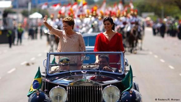 Dilma en el carro