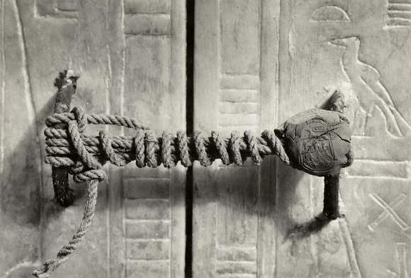 El sello intacto de la tumba de Tutankamón, 1922 (3.245 años sin ser manipulado)