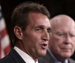 El senador Jeff Flake durante una conferencia de prensa en el capitolio foto getty images