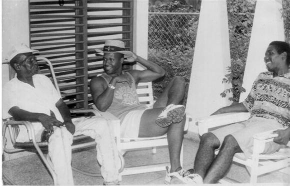 Fidel Linares, Omar y Juan Carlos