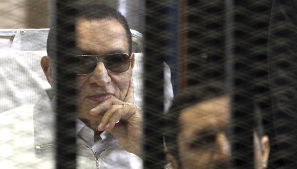 Fotografía de archivo del expresidente egipcio Hosni Mubarak durante su juicio en la Academia de Policía.