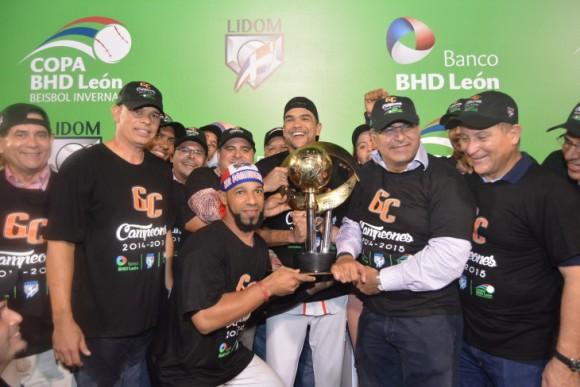 Los Gigantes del Cibao recibieron el trofeo de Campeones. Foto: Sitio web del equipo