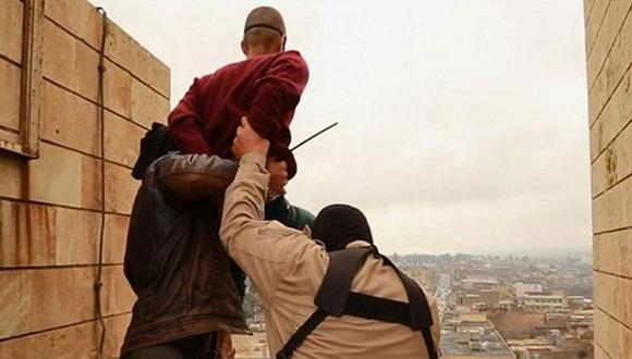 Estado Islámico lanza a homosexuales al vacío. Foto: The Independent