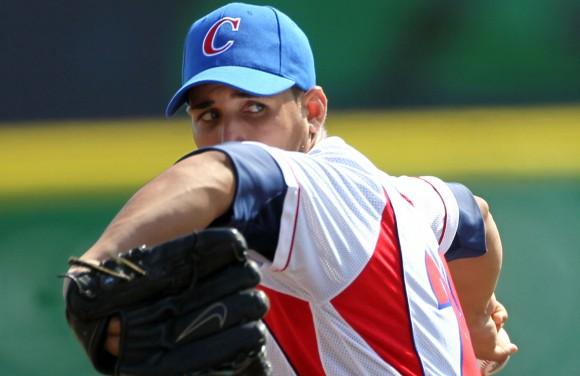 Norge Luis Ruiz, en uno de los topes contra Puerto Rico. Foto: Ismael Francisco/Cubadebate.