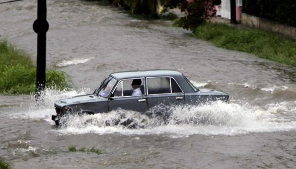 Durante el 2014 se registraron fuertes lluvias en La Habana. Foto: Ismael Francisco/ Cubadebate.
