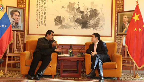 Maduro se reúne con directiva del Banco de Desarrollo de China.