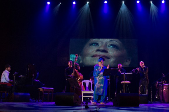 Magia negra, concierto de Omara Portuondo y Roberto Fonseca, con El Micha y David Blanco como invitados. Foto: Alejandro Ramírez Anderson.