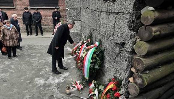 Sobrevivientes de Auschwitz recuerdan con gran emoción su liberación, de la que hoy se cumplen 70 años, con actos en Polonia. Foto: AP.