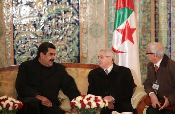 Presidente-Maduro-arribó-a-Argelia-2