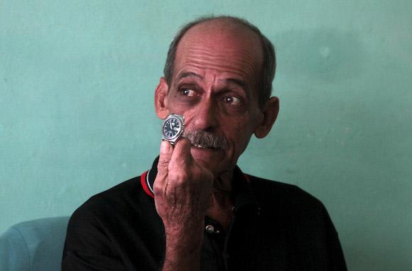 """Rolando Hernández: """"El reloj se detuvo a las 10 y 55"""". Foto: Ladyrene Pérez/ Cubadebate"""