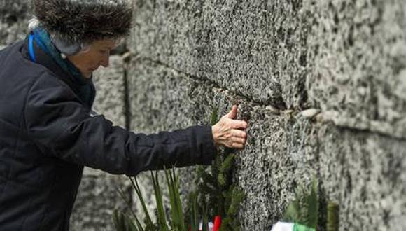 Sobrevivientes de Auschwitz recuerdan con gran emoción su liberación, de la que hoy se cumplen 70 años, con actos en Polonia. Foto: AFP.