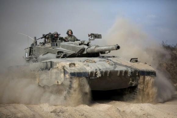 Tanque israelí cerca de la frontera con Gaza. Foto Ap