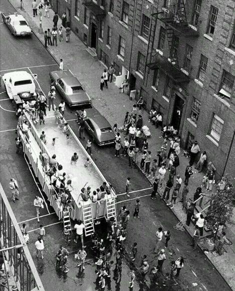 Una piscina móvil en la ciudad de Nueva York, 1960