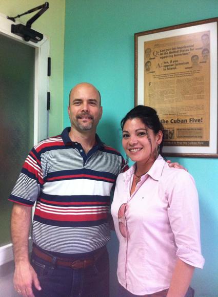 Gerardo con la periodista Yenisei García.