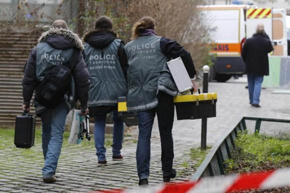 El ministro del Interior francés, Bernard Cazeneuve, advirtió hoy que un total de tres hombres participaron del ataque.