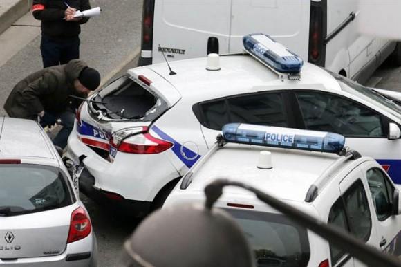 """Tras disparar indiscriminadamente, los atacantes lograron escapar y -según medios franceses- """"una verdadera cacería humana"""" se estaría produciendo en este momento en las calles de la capital francesa."""