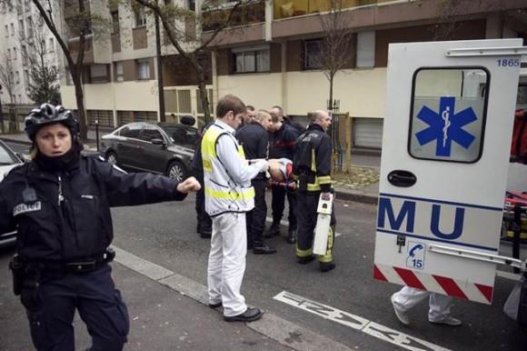"""""""Francia está hoy en shock por un atentado terrorista, porque de esto se trata"""", dijo el mandatario. """"Varios ataques terroristas fueron frustrados en las últimas semanas'', agregó, y llamó a los franceses a mantener la calma y la unidad y """"a no dejarse atemorizar"""" por la barbarie."""
