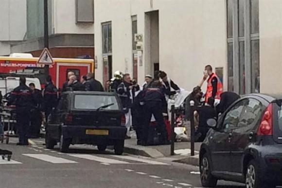 Hollande se dirigió hacia el lugar del atentado y convocó una reunión de crisis en el palacio presidencial a las 14 hora local. Tras ese encuentro, Hollande se dirigirá a los franceses en un discurso solemne en televisión a las 20.
