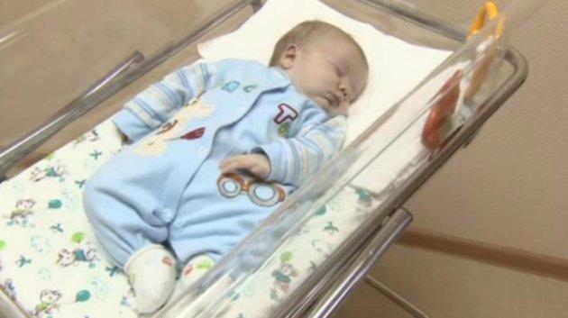 La imagen del niño, una vez rescatado (TV Zvezda)