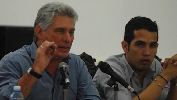 Miguel Díaz-Canel Bermúdez, miembro del Buró Político del Comité Central del Partido Comunista de Cuba y Primer Vicepresidente de los Consejos de Estado y de Ministros, durante el III Consejo Nacional de la Federación Estudiantil Universitaria (FEU),en el Instituto Superior de Arte ISA. en La habana, el 11 de enero de 2015. AIN FOTO/Agustin Borero/Periódico Trabajadores/