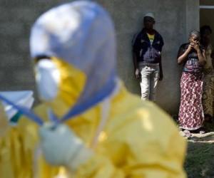 Médicos de EEUU son regresados a su país tras posible exposición al ébola