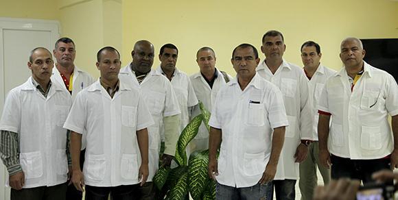 Médicos cubanos que partieron a Sierra Leona a combatir el Ébola. Foto: Ismael Francisco/ Cubadebate.