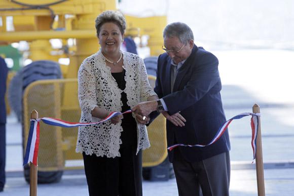 Dilma y Raúl cortan la cinta en la inauguración de la Terminal de Contenedores de Mariel. Foto: Ismael Francisco/ Cubadebate