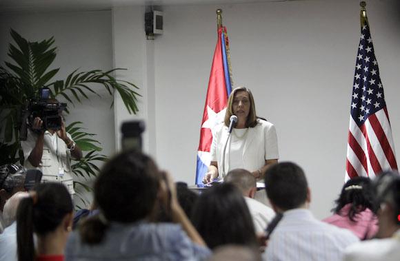 Josefina Vidal, jefa de la delegación cubana. Rueda de prensa al concluir la reunión para el restablecimiento de las relaciones diplomáticas Cuba-EEUU. Foto: Ismael Francisco/ Cubadebate