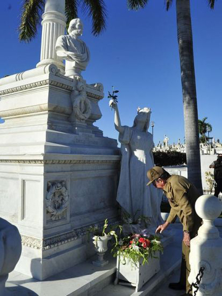 raul-rinde-tributo-a-los-heroes-y-martires-3