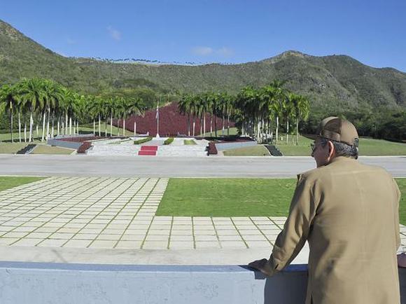 raul-rinde-tributo-a-los-heroes-y-martires-4