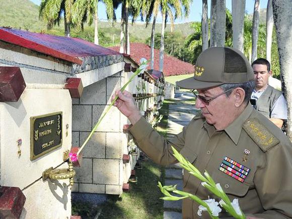 tributo-a-los-heroes-y-martires