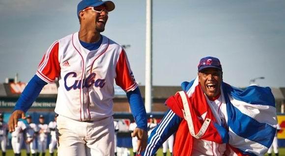 yulieski-gourriel-victor-mesa-holanda-haarlem-2012-foto-michael-rosa-baseballdecuba