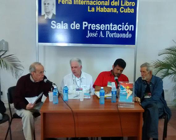 Ricardo Alarcón de Quesada, profundo conocedor del tema, prologó el volumen y lo presentó en la Feria. Foto: Luis Toledo Sande