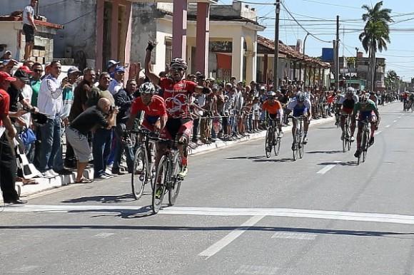 Arnold Alcolea venció en la sexta etapa del Clásico Nacional Guantánamo-La Habana. Foto: Otmaro Rodríguez / Cubadebate