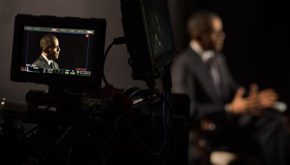 El presidente de Estados Unidos, Barack Obama, durante la entrevista al portal Vox. Foto: @voxmediainc.