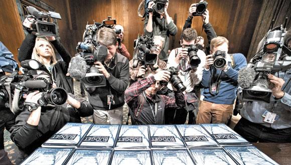 La prensa tuvo acceso a decenas de libros con el presupuesto presentado por Obama.