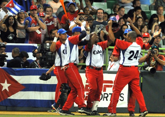 Semi Final de la serie del Caribe PR 2015 entre Cuba vs Venezuela. Foto: Ricardo López Hevia / Enviado Especial Granma / Cubadebate