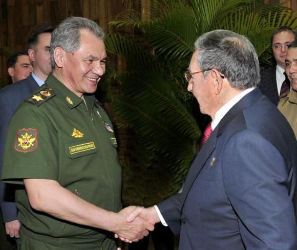 El General de Ejército Raúl Castro Ruz, Presidente de los Consejos de Estado y de Ministros, recibió en la tarde de este viernes al General de Ejército Serguei Kuzhuguetovich Shoigu, ministro de Defensa de la Federación de Rusia.