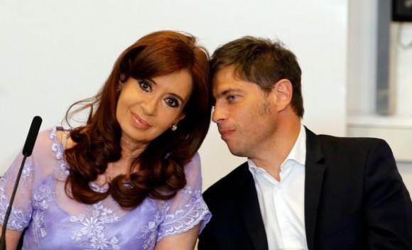 """El ministro de Economía argentino, Axel Kicillof, acusó a los fondos especulativos de """"hostigar"""" al gobierno. En la imagen, del 30 de enero pasado, con la presidenta Cristina Fernández. Foto: Reuters"""
