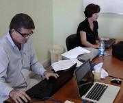 Viceministra Primera de Trabajo y Seguridad Social de Cuba, Elena Feitó Cabrera y Alberto Fernández, J´de Departamento de Adulto Mayor, Asistencia Social y Salud Mental del MINSAP, en la redacción de Cubadebate.